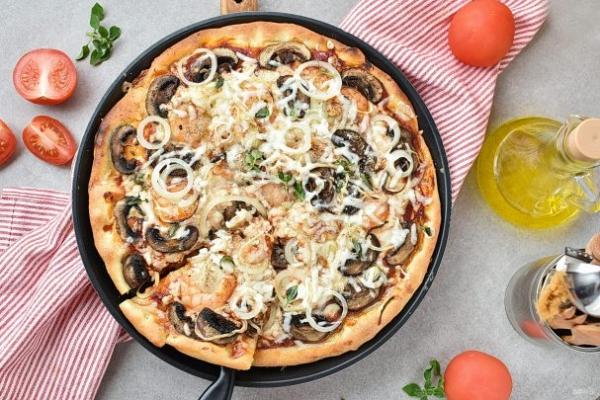 Пицца с креветками и грибами