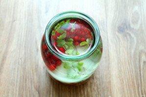 Настойка на красной смородине - фото шаг 5