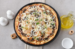 Пицца с креветками и грибами - фото шаг 9