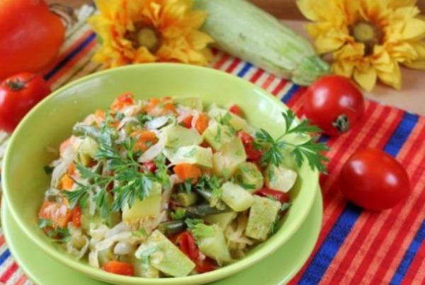 Овощное рагу со стручковой фасолью и кабачками