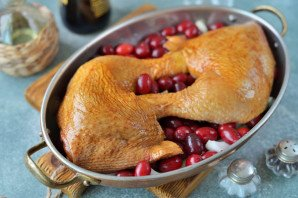 Курица с кизилом в духовке - фото шаг 5