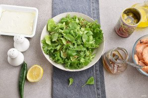 Салат с креветками и брынзой - фото шаг 4