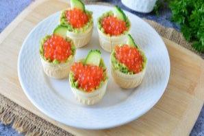 Тарталетки с икрой и авокадо - фото шаг 6