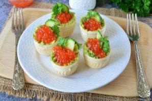 Тарталетки с икрой и авокадо - фото шаг 7