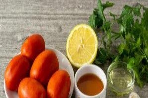 Маринованные помидоры в лимоне с медом - фото шаг 1
