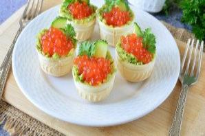 Тарталетки с икрой и авокадо - фото шаг 8