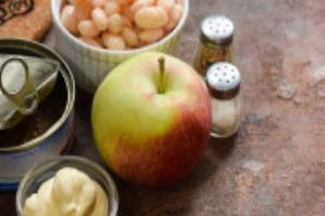 Салат с тунцом, яблоком и фасолью - фото шаг 1