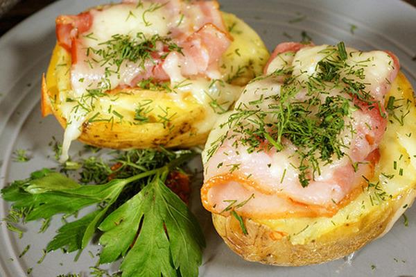 Картошка фаршированная под беконом